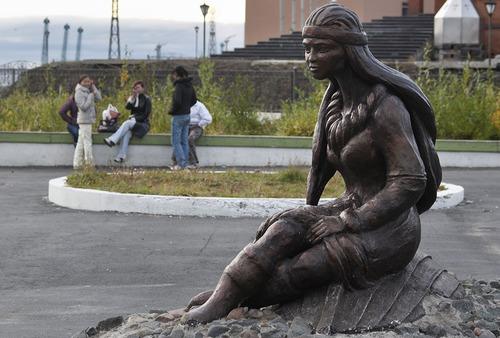 Dudinka-statue