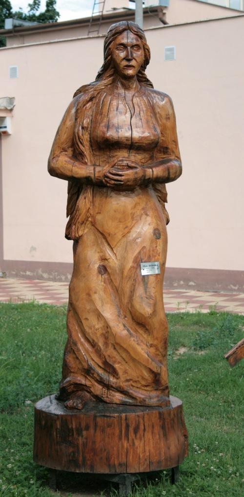 Dudinka_statue