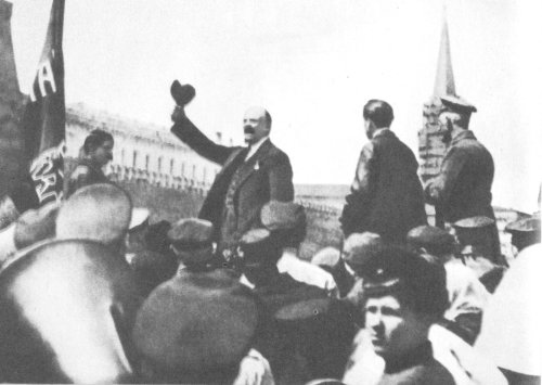 Lenin_on_parade_of_Vseobuch_in_Moscow_1919