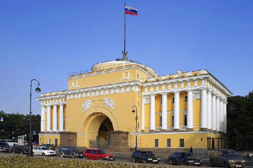 one-wing-of-the-admiralty-building-in-st-petersburg