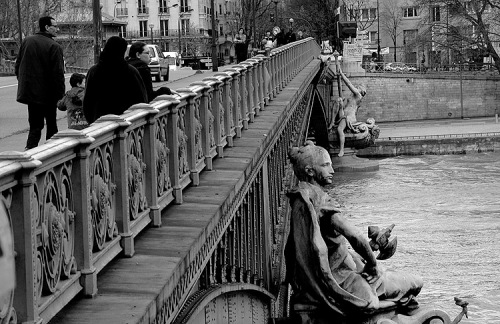 paris-seine-bridge