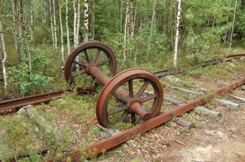 siberian-railroad-track-salekhard-igarka-russia
