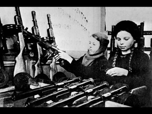 Siege_of_Leningrad-Children_at_work