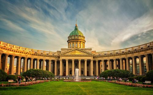 st_petersburg_russia_architecture_meadow_fountain_square