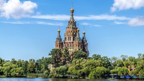 View_to_Saints_Peter_and_Paul_Cathedral_in_Peterhof_01