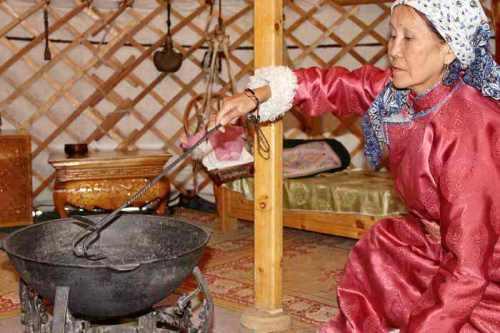 inside-yurt