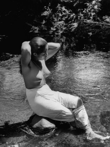 native-women-of-islands-washing-in-the-brook