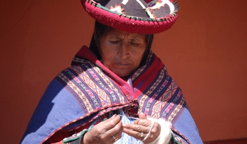 traditional-weaving-peru
